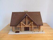1/64 Ertl Farm Country log cabin house building