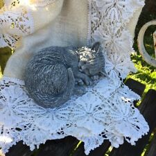 Katze kleines Kätzchen eingerollt - detailreiche Steinfigur Garten Tierfiguren