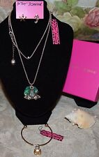 3PC BETSEY JOHNSON STUNNING CRYSTAL GREEN FROG NECKLACE MISMATCH EARRINGS BRAC