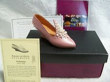 Just the Right Shoe Victorious Parade of Gifts Exclusive #25056 New! in Box