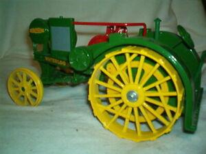 "John Deere Tractor 1915 Model ""R"" Waterloo Boy Tractor - 1/16 Scale Model #559"