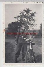 (F14081) Orig. Foto Gohlitz (Oder), Wehrmacht-Soldat mit Fahrrad 1944