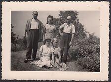 YZ0472 Castagneto Po - Ritratto di Famiglia in campagna - Foto - 1942 old photo