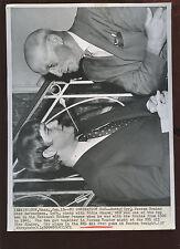 Jan 19 1971 Bobby Orr & Eddie Shore 8 X 10 Hockey Wire Photo
