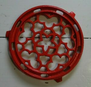 VINTAGE CAST IRON METAL ORNATE TRIVET PAN STAND RED