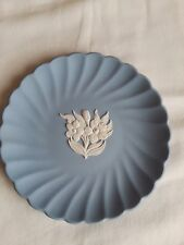 """Vintage Wedgwood plate 4.75"""" blue fluted edge with white flower collectables"""