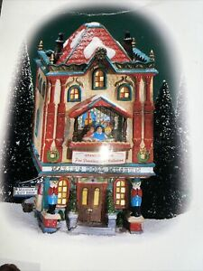 Dept 56 The Heritage Village  North Pole Series Marie's Doll Museum Vintage