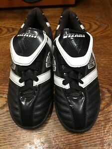 Vizari Viper Ind soccer Indoor Black White Size 2.5 IC Boy's Only