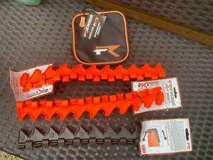 2 x Frenzee Keep Net Rod Rest 400mm  Keep Net Rod Rest & small tackle bag