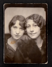 SULTRY SEXY FLAPPER WOMAN FINGER CURL GIRLFRIEND~1920s PHOTOBOOTH PHOTO lesbian