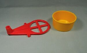 Mouse Trap Game 2005 Parts - Yellow Wash Tub #21 Red Base C #20     #MT12