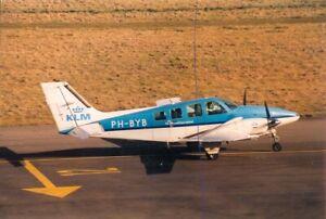 PLANE PHOTO CIVIL AIRCRAFT PHOTOGRAPH BEECH 58 BARON PICTURE KLM PH-BYB TRAINING