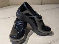 Dansko Black Patent Leather Professional Clogs Women Shoes Sz 37. US 6.5 to 7