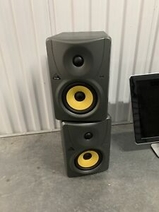 2 Behringer Truth B1030a High-Resolution, Active 2-Way Reference Studio Monitor