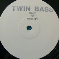 "Twin Bass ‎– Daze Of Reality 1992 UK Vinyl 12"" Promo KICK25 BREAKS  Mint  UNPLYD"