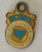 1973 Public Service Association Membership Pin Badge Vintage Charity (J8)