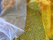 voilage jaune ,pour rideaux +un rideau blanc