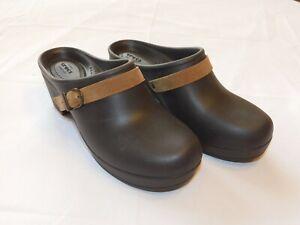 Crocs Women Sarah Clog Slip On W 7 standard fit women's Espresso 203631-206 NWT