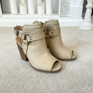 Not Rated Size 6.5 Medium Cream Open Toe Faux Leather Block Heeled Sandal New