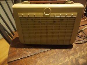 Vintage RCA Victor Portable Radio  - Model 8-BX-5K For Parts Restoration