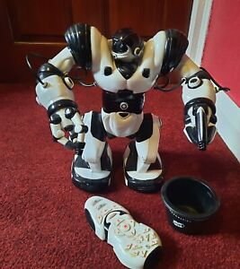 WOWEE ROBOSAPIAN REMOTE CONTROL ROBOT TOY.