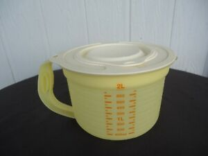tupperware  measuring jug 5488-a yellow 2 lt 8 cup mix n stor