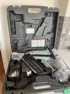 Hitachi (Nr90gc2) Cordless Framing Nailer with Clipped Head