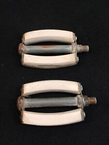 """Vintage 60s Hiawatha 26"""" White Bicycle Pedals Pre Owned"""