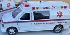 Ambulance Die-Cast (1:32 scale)