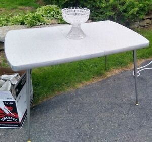 Vintage Howell Co. Formica Table No. 614C, (1950s) Great condition, Ready to use