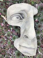 Gesicht Wandbild Relief Kunst Sandstein Antik Look Steinguß H 72 GRAU