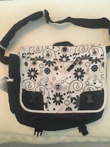 Black TRANS by Jansport Messenger Laptop Shoulder bag White Black Floral a1s