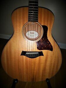 Taylor GS Mini Mahogany Acoustic Guitar - Natural + Taylor Gig Bag