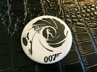 VINTAGE PROMO PINBACK BUTTON #130-033 movie JAMES BOND 007
