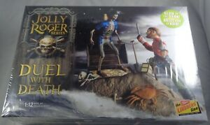 Lindberg Jolly Roger Series Duel with Death 1:12 model kit Glow in The Dark