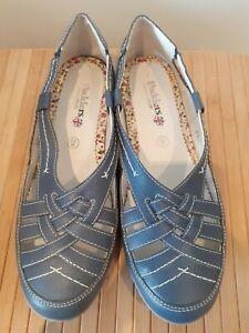 Ladies Size 8 EE Shoes Padders