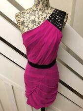 Vestido de noche nuevo Mini Club fiesta Lipsy Solo Hombro Con Tachas Talla UK 8 RRP £ 68