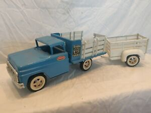 Vintage Tonka Farms1962 Flat Bed Stake Truck Blue Pressed Steel Toy with trailer