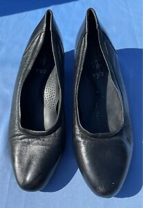Orthapedic Additional Comfort Size 6 Black Leather Closed Almond Toe Flat Shoes