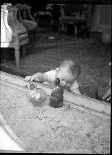 Jeune enfant bébé nourrisson jardin jouets - Ancien négatif photo an. 1930