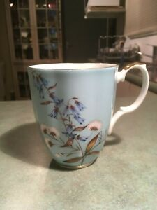 ROYAL ALBERT LARGE MUG. In AS NEW condition.