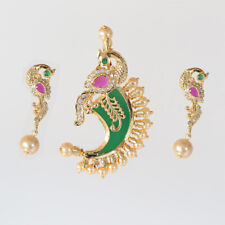 DANCING PEACOCK MOTIF PACHI WORK TIGER NAIL PENDANT STUDDED WITH CRYSTALS