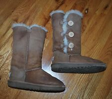 UGGS Women's Classic Bailey Button brown boots (size 1)