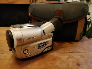 Samsung VP-L600 Camcorder 8mm with Case and Leads