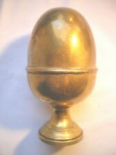 Boule d'escalier XXème en laiton doré, forme de gland sur piédouche
