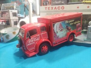 1/24 scale metal model DANBURY MINT 1950's Coca Cola Christmas Delivery Truck