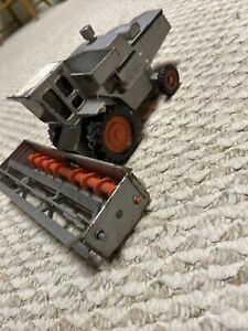 GLEANER L2 Allis-Chalmers ERTL Toys Combine Stock No. 1207 1/32 Scale