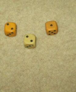W6 / Sechseitig - 3x alte Würfel - gelblich / bräunlich - 15/16 mm