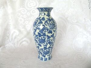 Large Tall Blue And White Chinese China Ceramic Vase  Leaf Flower Design