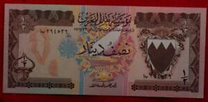 Uncirculated 1973 Bahrain 1/2 Dinar Note P-7